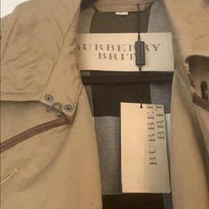 NEW BURBERRY Trench! Never worn! With tags!